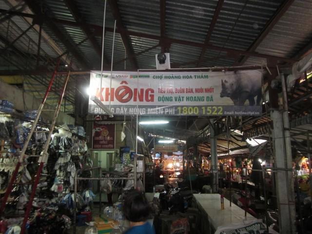 Market banner hung at Hoang Hoa Tham market HCMC on Aug 29, 2013 [ENV-R]